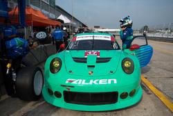 #17 Team Falken Tire Porsche 911 GT3 RSR: Вольф Хенцлер, Bryan Sellers, Патрік Лонг