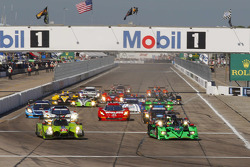 Partenza: #57 Krohn Racing Ligier JS P2 Judd: Tracy Krohn, Olivier Pla, Nic Jonsson conducono