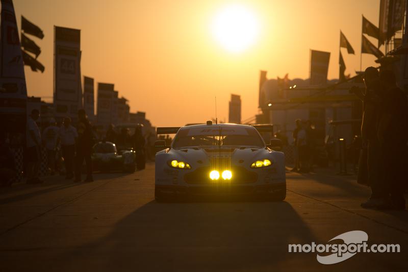 #98 Aston Martin Racing Vantage: Pedro Lamy, Darren Turner, Mathias Lauda, Paul Dalla Lana