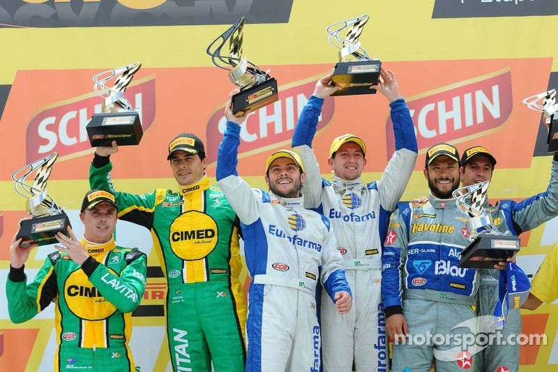 Podium: race winners Ricardo Maurício, Nestor Girolami, second place Marcos Gomes, Mark Winterbottom, third place Allam Khodair, Antonio Felix da Costa