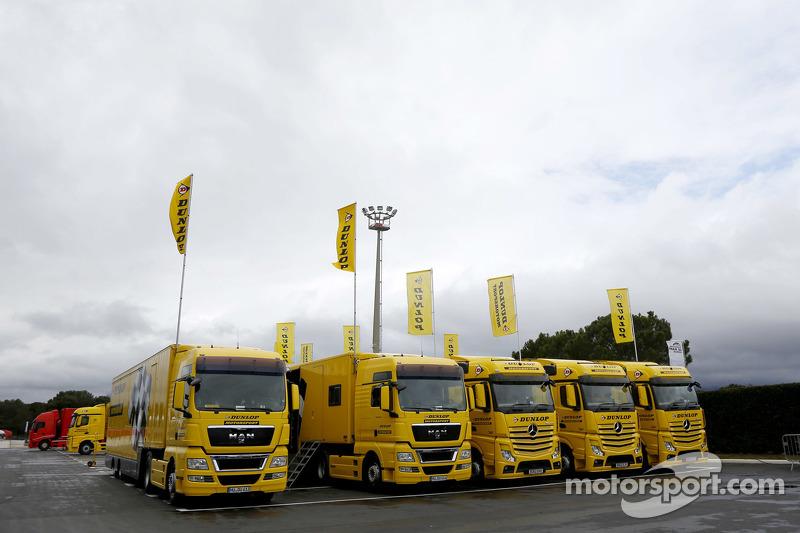 Dunlop tire trucks