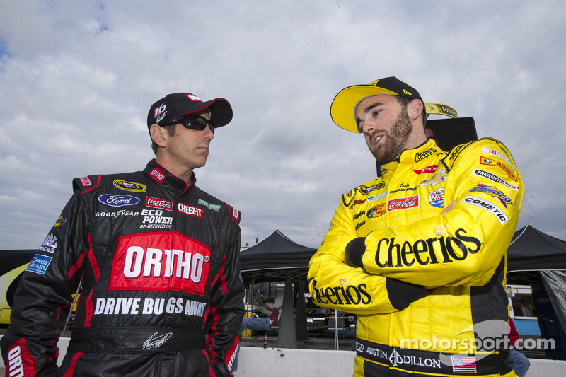 Greg Biffle, Roush Fenway Racing Ford, Austin Dillon, Richard Childress Racing Chevrolet