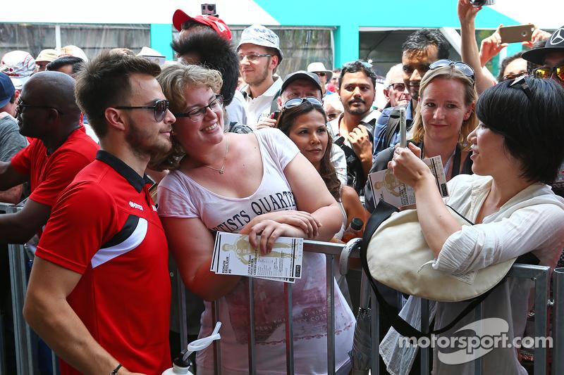 Will Stevens, Manor F1 Team con fans