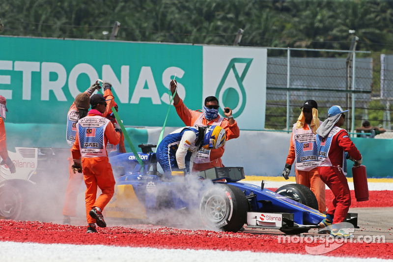 Marcus Ericsson, Sauber C34 retired from the race
