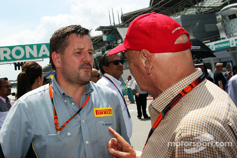 Paul Hembery, Pirelli Motorsport Director with Niki Lauda, Mercedes Non-Executive Chairman on the gr