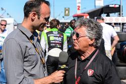 Motorsport TV's Guy Cosmo bersama Mario Andretti