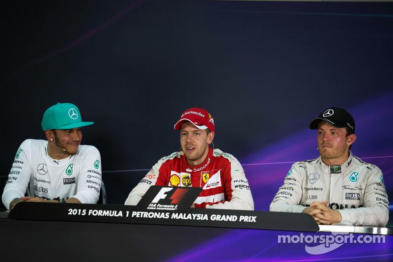 Konferensi Pers FIA pasca-balapan, Mercedes AMG F1, kedua; Sebastian Vettel, Ferrari, juara balapan; Nico Rosberg, Mercedes AMG F1, ketiga