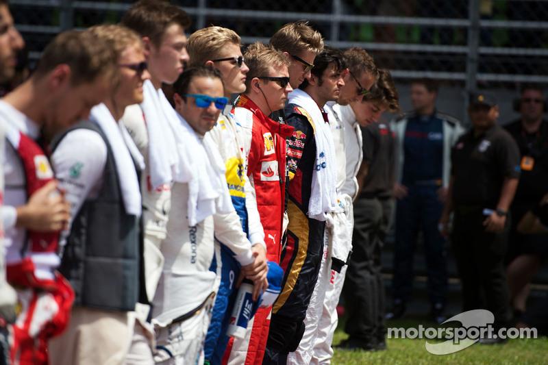 Kimi Raikkonen, Ferrari con los pilotos en el himno nacional