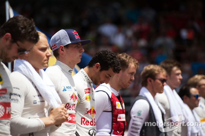 Макс Ферстаппен, Scuderia Toro Rosso з пілотами слухають національний гімн