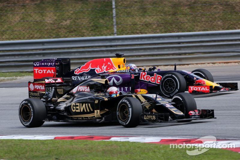 Romain Grosjean, Lotus F1 Team, und Daniel Ricciardo, Red Bull Racing