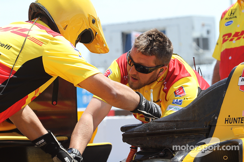 Para anggota kru Andretti Autosport