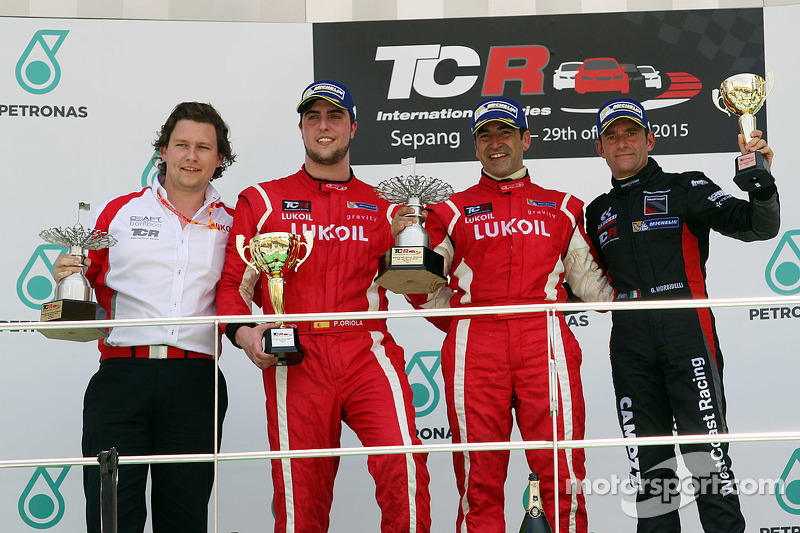 Podium: race winner Jordi Gene, second place Pepe Oriola, third place Gianni Morbidelli