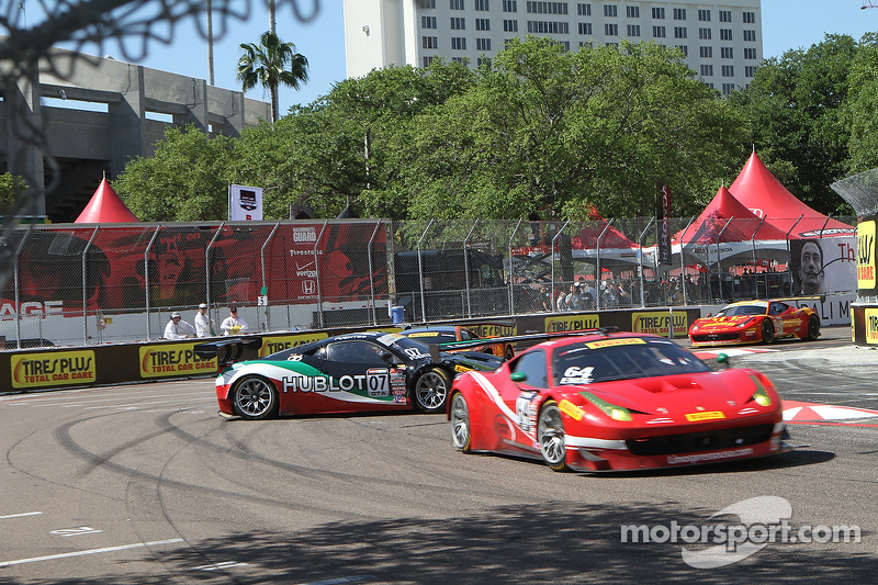 #07 Scuderia Corsa Ferrari 458 GT3 Italia: Martin Fuentes melintir