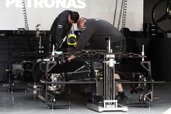 Mercedes AMG F1 W06 wird vorbereitet