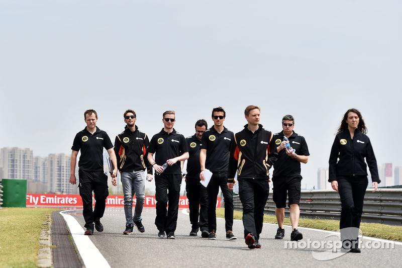 Romain Grosjean, Lotus F1 y Jolyon Palmer, Lotus F1, Piloto de pruebas y reserva, mientras recorren