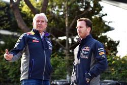Dr Helmut Marko, consultor de Red Bull Motorsport con Christian Horner, Jefe del Red Bull Racing