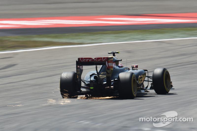 Pastor Maldonado, Lotus F1 E23 sacando  chispas