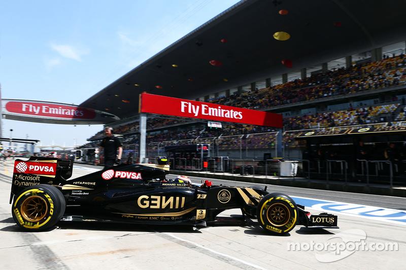 Pastor Maldonado, Lotus F1 E23 deja los boxes