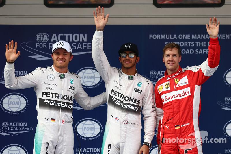 2. Nico Rosberg, Mercedes F1; Pole-Sitter Lewis Hamilton, Mercedes F1, und 3. Sebastian Vettel, Ferrari