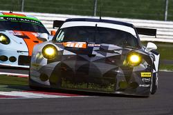 #88 Proton Competition Porsche 911 RSR: Крістіан Рід, Халед Аль-Кубайсі, Клаус Бахлер