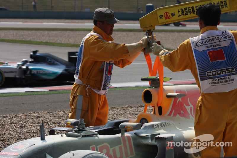 Daniil Kvyat, Red Bull Racing RB11, hat das Rennen nach Motorschaden aufgegeben