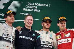 领奖台: 尼克·罗斯伯格,梅赛德斯AMG车队, 第二名;刘易斯·汉密尔顿 梅赛德斯AMG车队, 比赛获胜者;塞巴斯蒂安·维特尔 法拉利,第三名