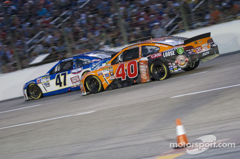 Landon Cassill, Hilman Smith Motorsports, Chevrolet, und A.J. Allmendinger, JTG Daughtery Racing, Chevrolet