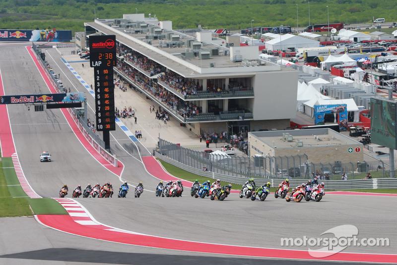 Старт: Андреа Довізіосо, Ducati Team лідирує