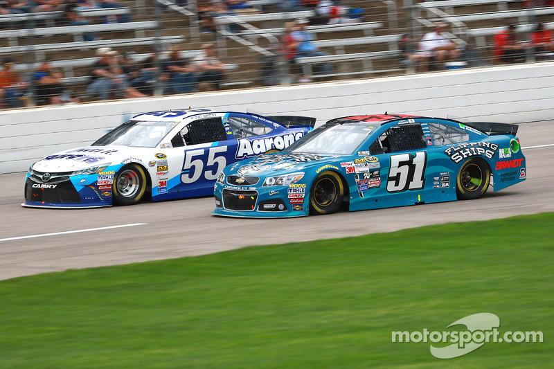 Brett Moffitt, Michael Waltrip Racing Toyota dan Justin Allgaier, HScott Motorsports Chevrolet
