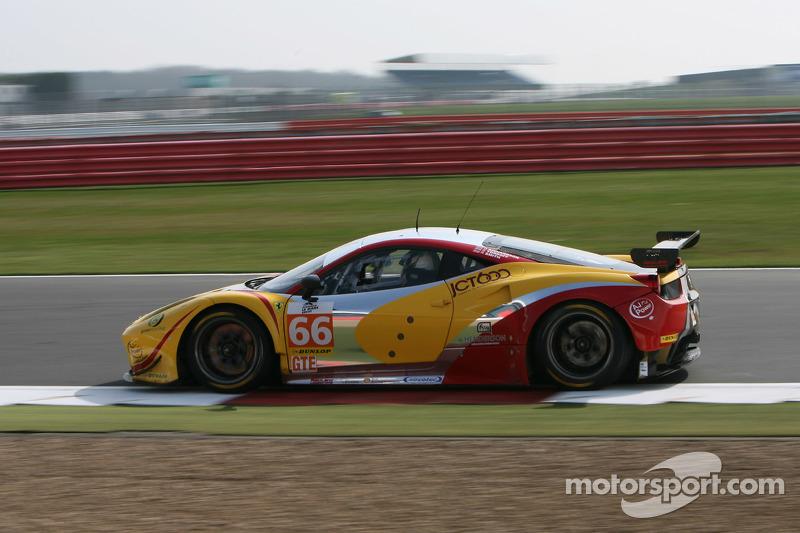 #66 JMW Motorsport Ferrari F458 Italia: George Richardсин, Robert Smith, Сем Тордофф