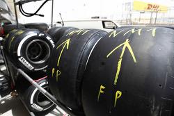 Pirellibanden, gemarkeerd voor Nobuharu Matsushita, ART Grand Prix