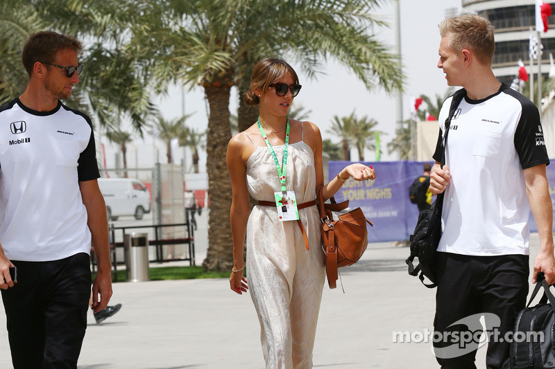 Jenson Button, McLaren bersama wife Jessica Button, and Kevin Magnussen, McLaren Test and Reserve Dr