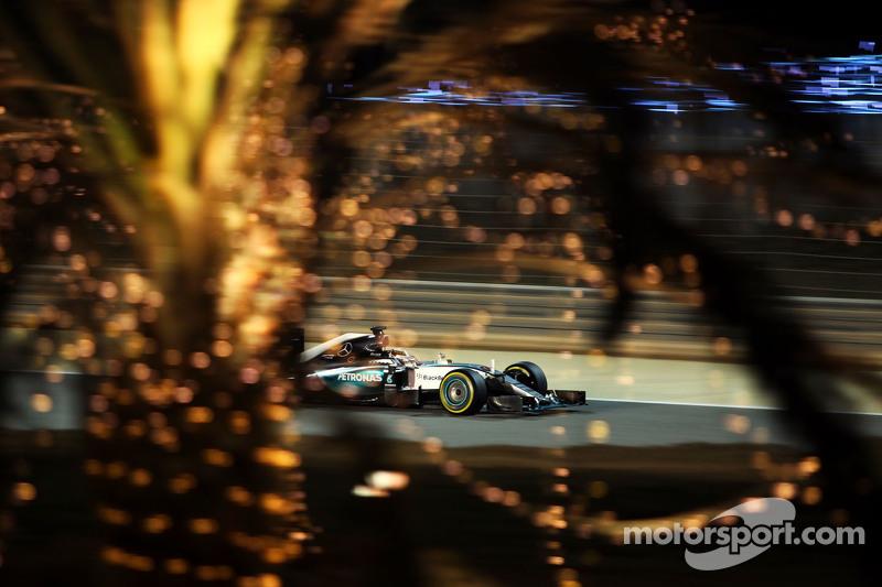 Hamilton flitst in Bahrein