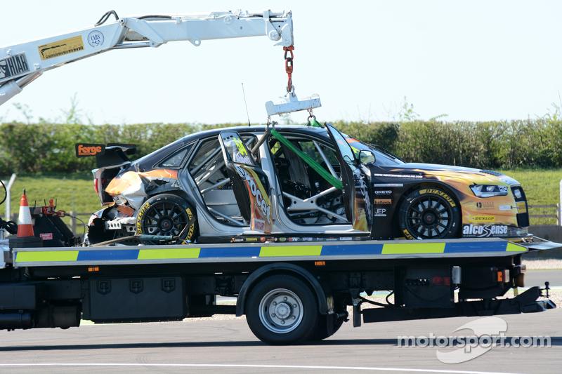 Der beschädigte Rennwagen von Hunter Abbott, Exocet AlcoSense