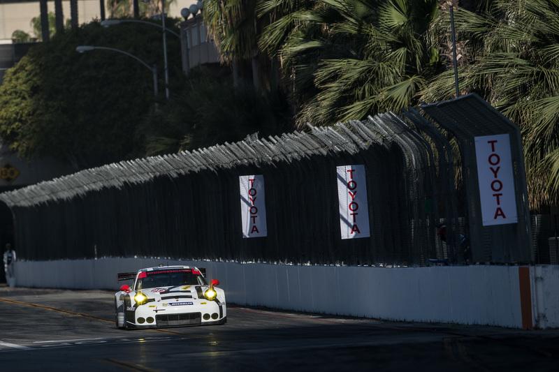 #912 Porsche North America, Porsche 911 RSR: Jorg Bergmeister, Richard Lietz