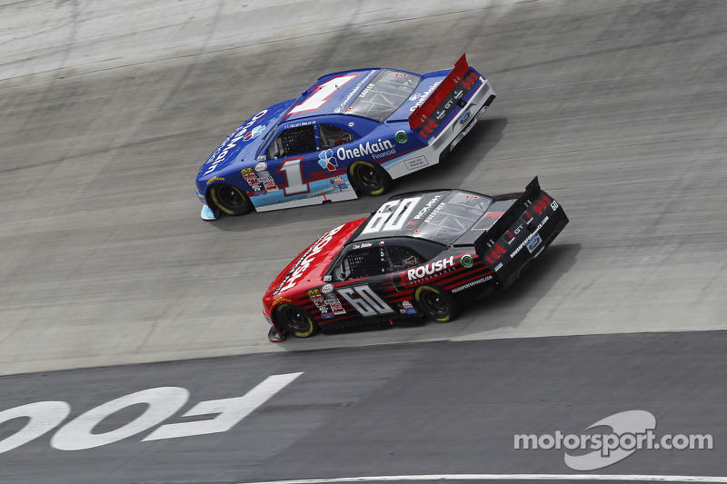 Chris Buescher, Roush Fenway Racing, Ford, und Elliott Sadler, Roush Fenway Racing, Ford