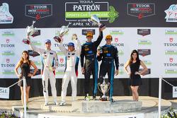 GTLM-Sieger: #25 BMW Team RLL, BMW Z4 GTE: Bill Auberlen, Dirk Werner; und Prototypen-Sieger: #10 Wa