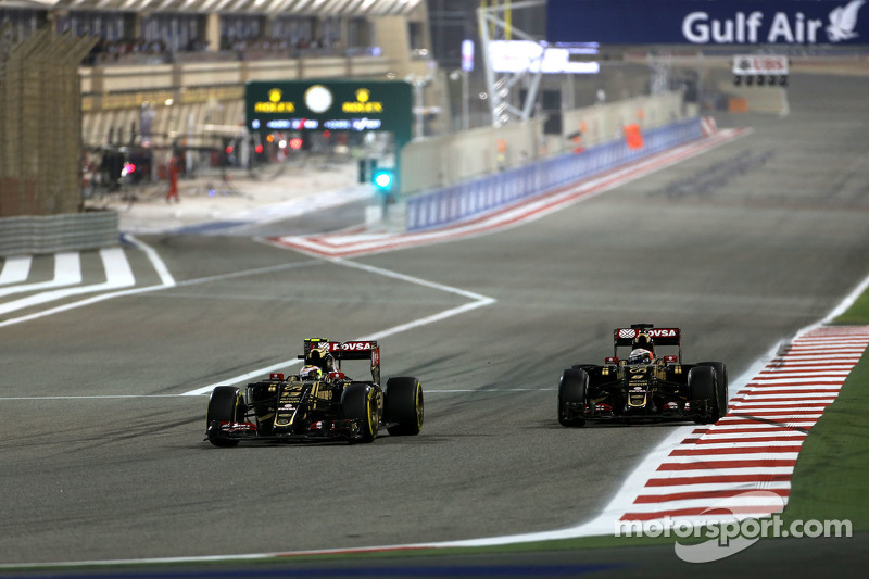 Pastor Maldonado, Lotus F1 Team, dan Romain Grosjean, Lotus F1 Team