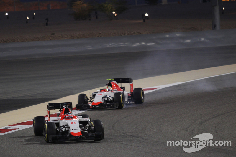 Roberto Merhi, Manor F1 Team leads Will Stevens, Manor F1 Team