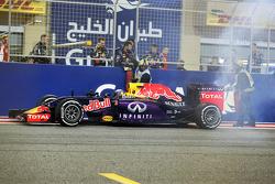 Daniel Ricciardo, Red Bull Racing RB11, hält am Rennende mit Motorschaden an