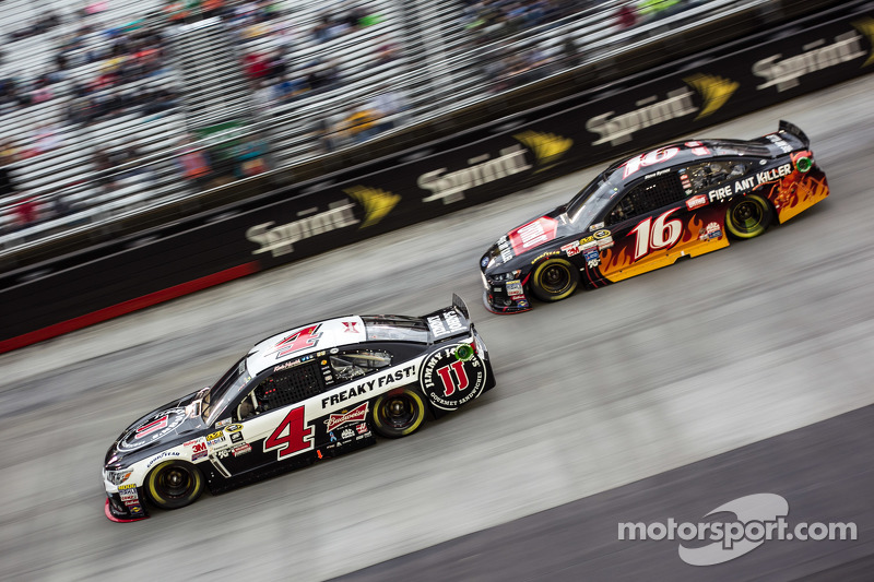 Kevin Harvick, Stewart-Haas Racing, Chevrolet, und Greg Biffle, Roush Fenway Racing, Ford