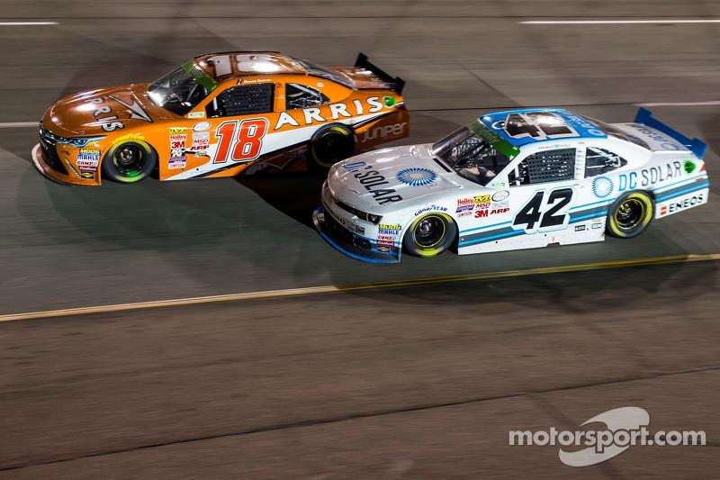 Daniel Suarez, Joe Gibbs Racing, Toyota, und Brennan Poole, HScott Motorsports mit Chip Ganassi