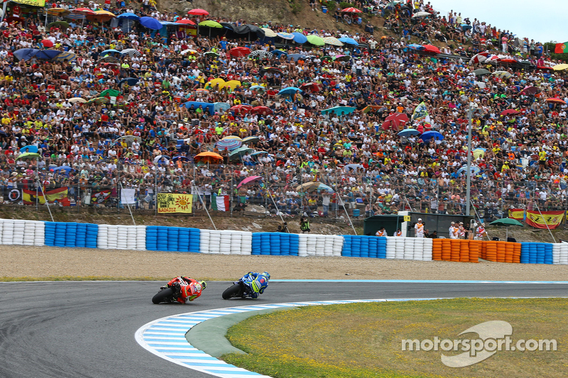 Aleix Espargaro, Team Suzuki MotoGP, und Andrea Iannone, Ducati Team