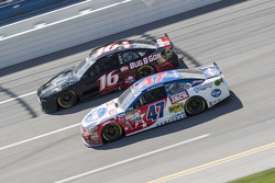 Greg Biffle, Roush Fenway Racing, Ford, und A.J. Allmendinger, JTG Daugherty Racing, Chevrolet