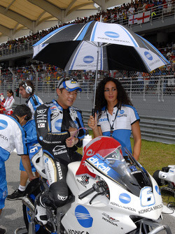 Makoto Tamada on the starting grid