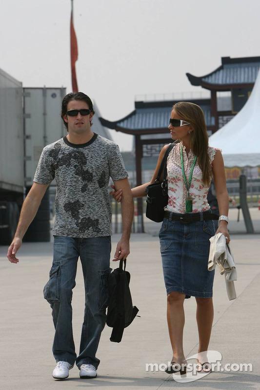 Ricardo Zonta con su novia