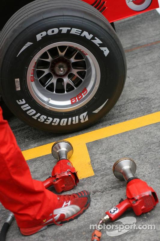 Scuderia Ferrari 248 F1 Bridgestone neumático