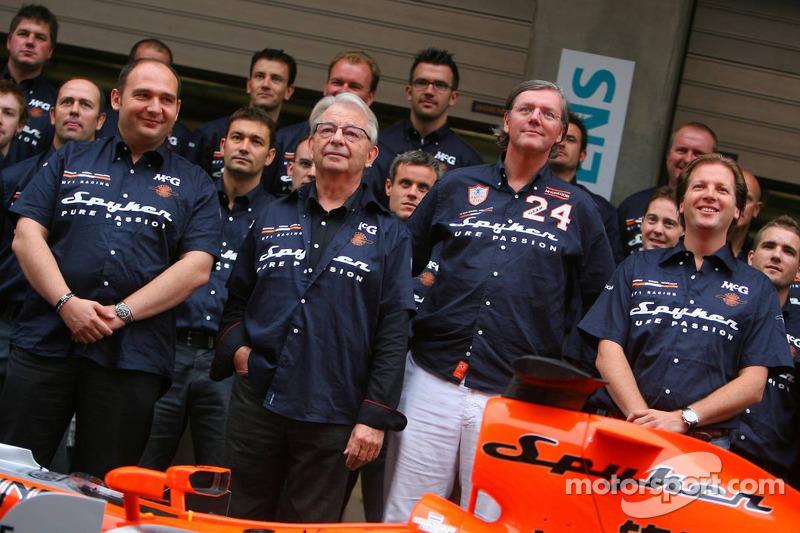 Sesión de fotos: Colin Kolles, Team Principal, Fred Mulder, Victor R. Muller, Chief Executive Office