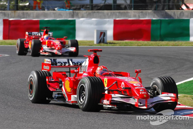 Michael Schumacher devant Felipe Massa
