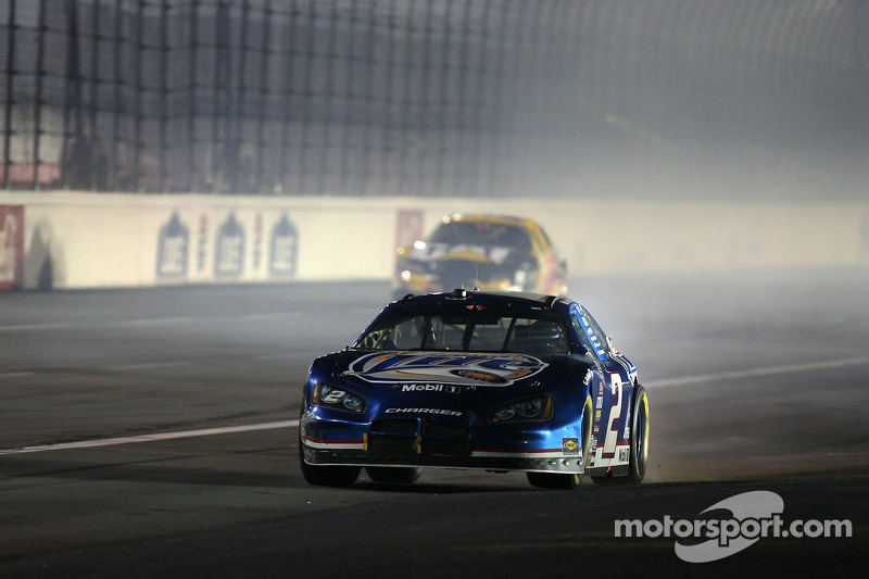 Kurt Busch part en tête-à-queue pendant l'accident de Reed Sorenson